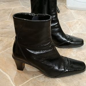 La Canadienne Crinkle Patent Leather Ankle Bootie